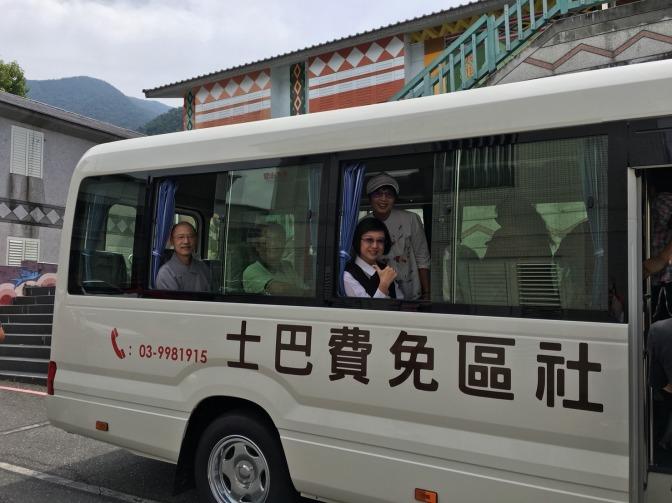 法鼓山基金捐贈愛心巴士至南澳